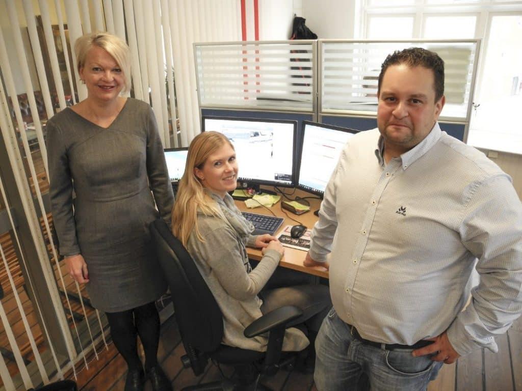 Ansatte hos Logiq, Trine Skogsberg, Elisabeth Kielland på Servicedesk og Roland Al-Harbi.