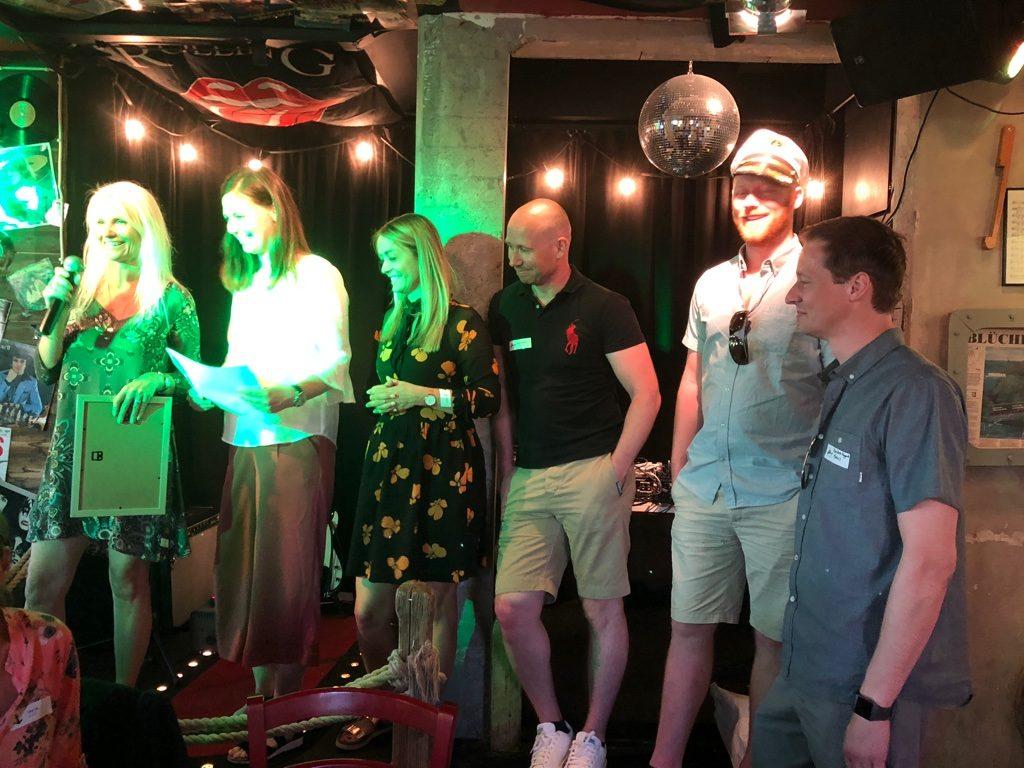Representanter fra Medius AS, som mottar prisen for Årets Partner.